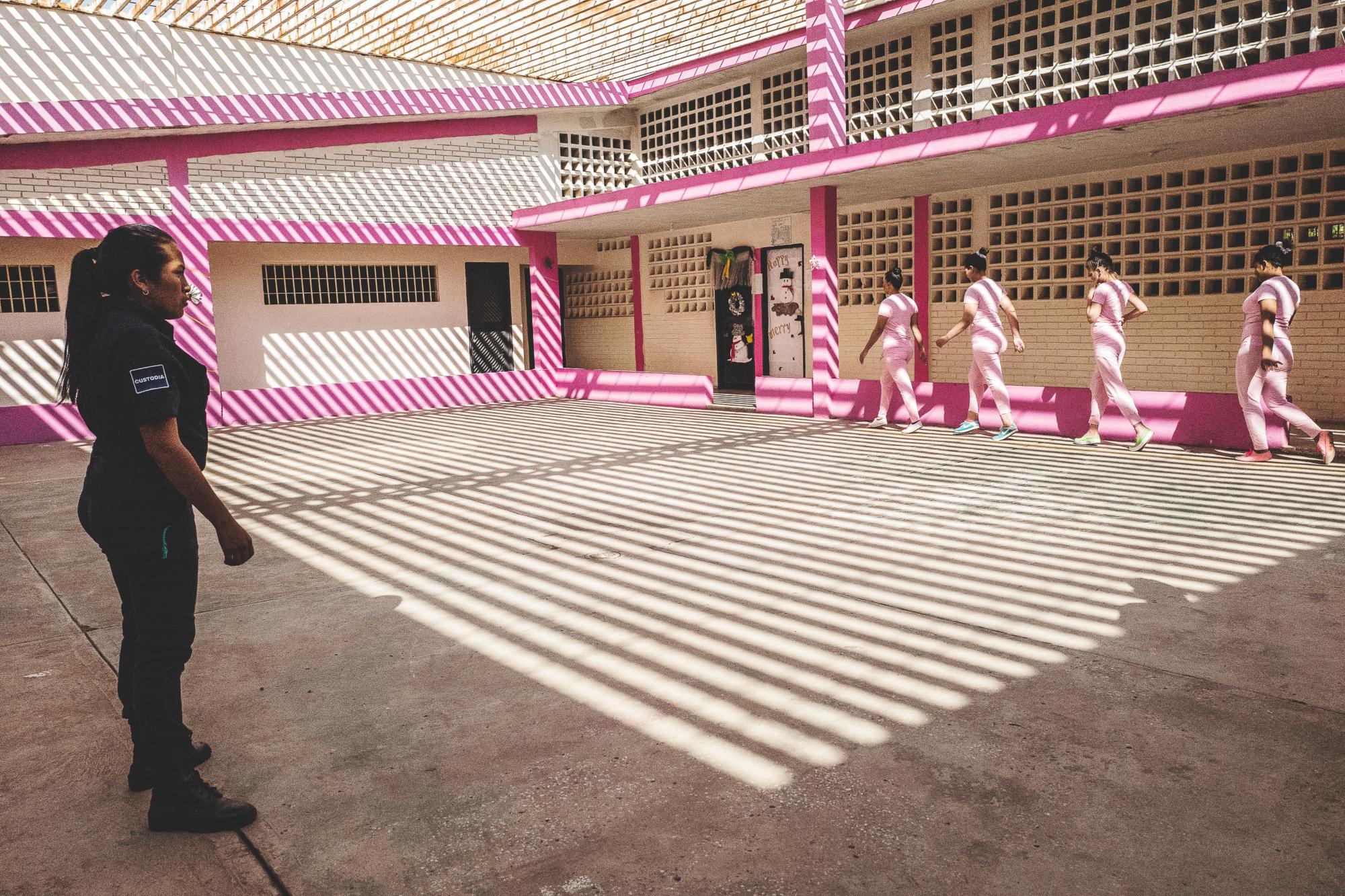 Visa pour l'image 2021 : exhibition Olivier Jobard, winner of the 2020 Camille Lepage award – Ana Maria Arevalo Gosen, winner 2021